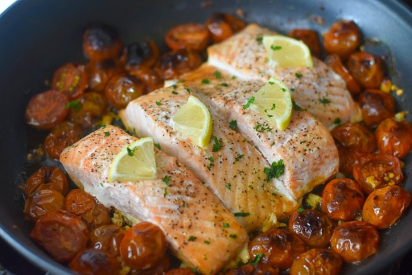 20-Minute Low Carb Salmon Dinner (in One Pan!)