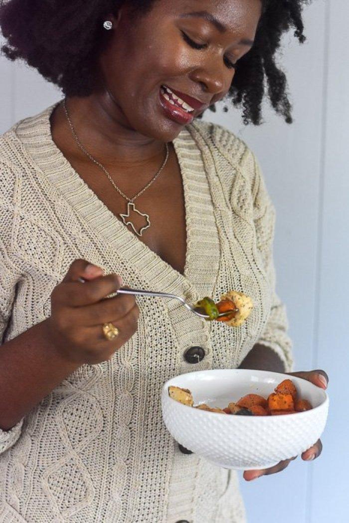 Dash of Jazz eating sheet pan roasted chicken & veggies