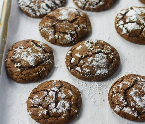 Chewy Gingerbread Cocoa Cookies