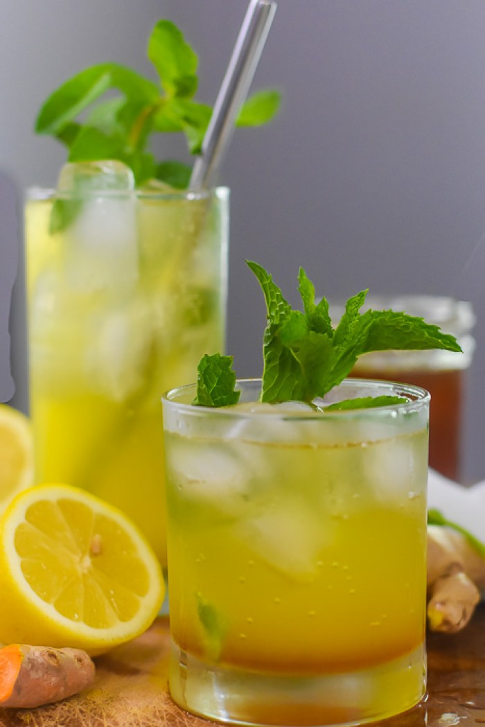two glasses of sparkling turmeric gingerade