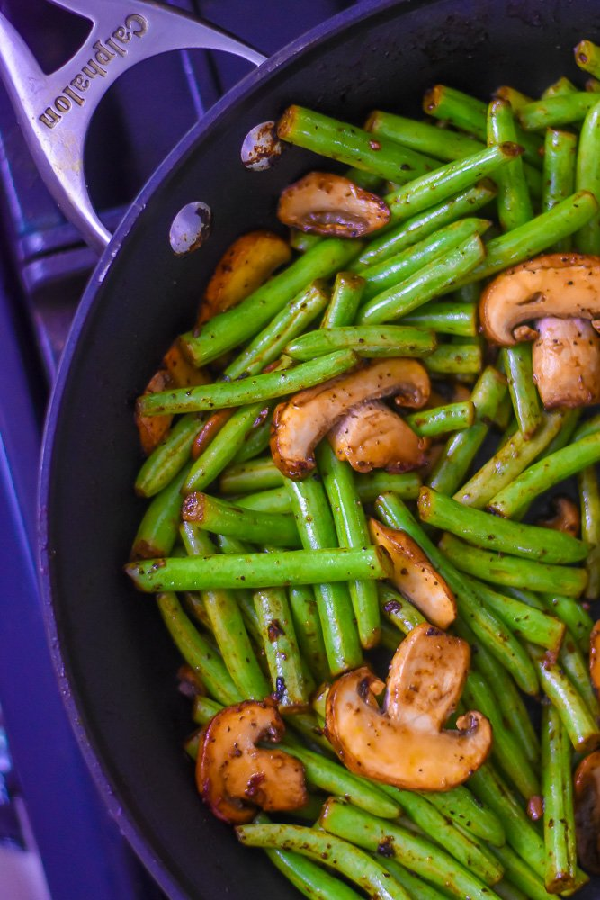 pan of garlic green beans and mushrooms