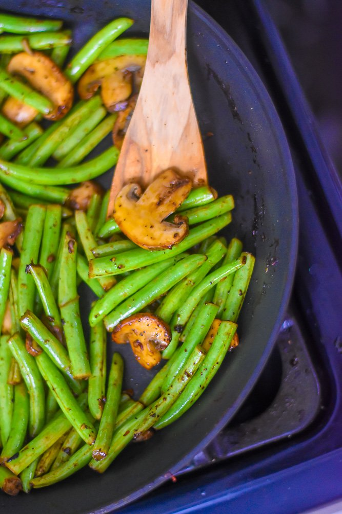 cooked fresh green beans and mushrooms