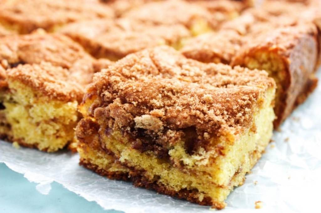 Coffee cake with cinnamon and brown sugar