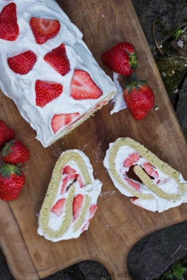 Erdbeer-Biskuit-Rolle-19