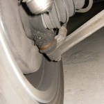 Rover Mini Xn - vorderer unterer Schmiernippel Fahrerseite verdreckt