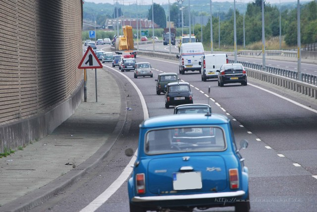 Mini`s auf dem Weg nach Longbridge