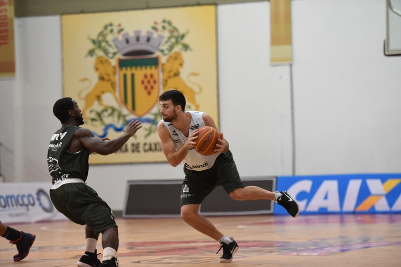 Armador Stefano (com a bola) foi liberado pelo departamento médico / Foto: Victor Lira/Bauru Basket