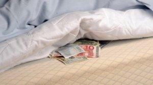 Tempat Menyimpan Uang Paling Aman di Rumah