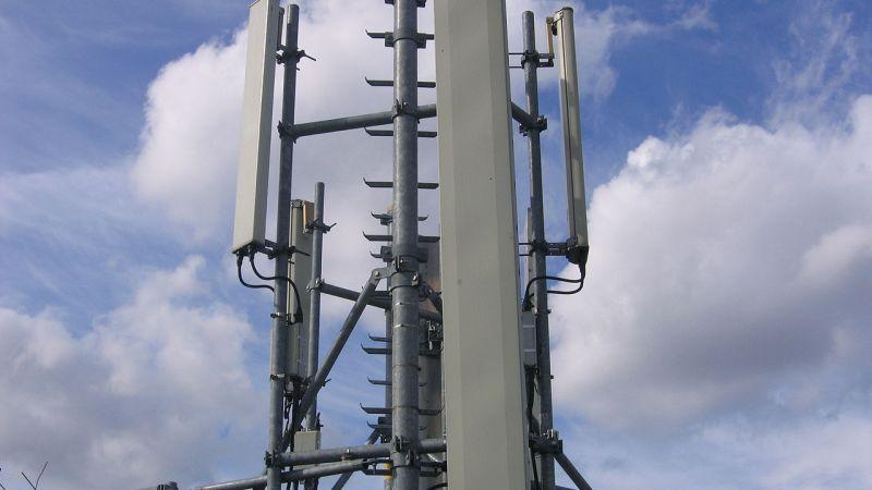 """Ripetitore per il segnale dei cellulari""""GSM base station 4"""" di ~Pyb - Opera propria. Con licenza CC BY-SA 3.0 tramite Wikimedia Commons - http://commons.wikimedia.org/wiki/File:GSM_base_station_4.JPG#/media/File:GSM_base_station_4.JPG"""