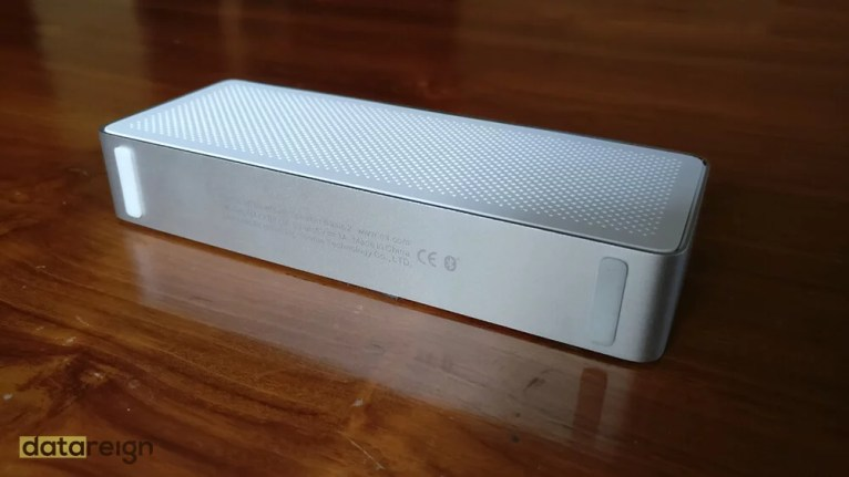 Mi Bluetooth Speaker Basic 2 Review - Side view