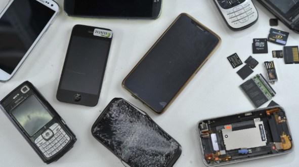 slomljen-ekran-mobilni-telefon_data-solutions-laboratorija