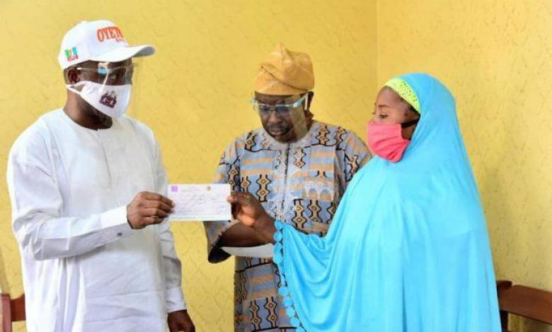 One of the beneficiaries receiving her cheque