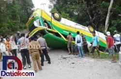 Bus Pariwisata Terbalik di Kabupaten Solok