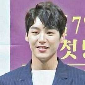 Who is Kwak Si-yang Dating Now - Girlfriends & Biography (2020)