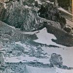 Campamento de altura Link (refugio Link), 6400 m. Al fondo parte de la gran ladera de acarreo. Foto de Lottar Herold.