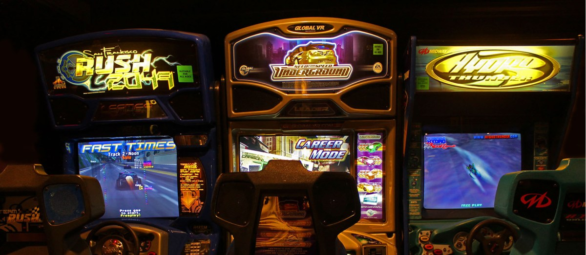 Driving Arcade Games Rush 2049, Need for Speed, Hydro Thunder