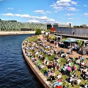 Berlin yesterday: waterside with sun, friends and das German electronica dance music (naturally).