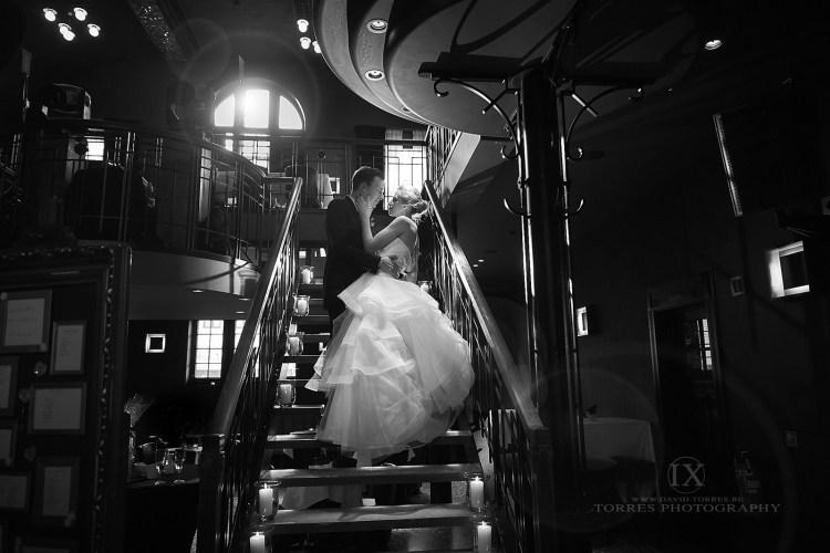 Bruidspaar op trap