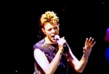 David Bowie – Boys Keep Swinging (Live, London, 1995)