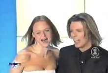 David Bowie Presents Award To Stella McCartney And Dad Paul Turns Up! (2000)