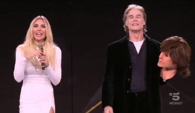Star in the Star: fuori Patty Pravo (Gloria Guida) e Paul McCartney (Ronn Moss)