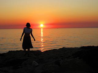 Lei al tramonto ragusano