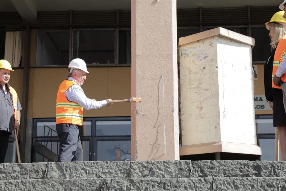 Inicia la demolición del edificio principal de la UAEM