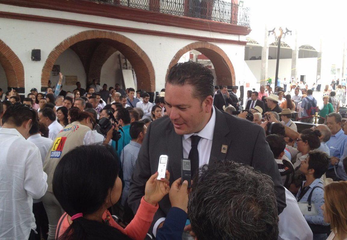Ordena juez arresto domiciliario para exrector de universidad de Morelos