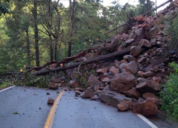 Desprendimiento cierra carretera Huitzilac-Lagunas de Zempoala
