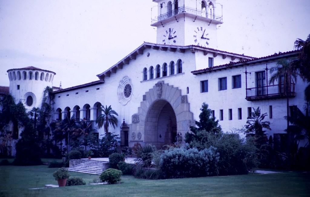 Santa Barbara – Courtyard