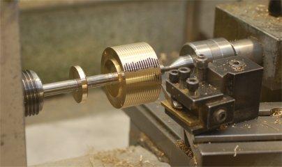 Screw cutting barrel