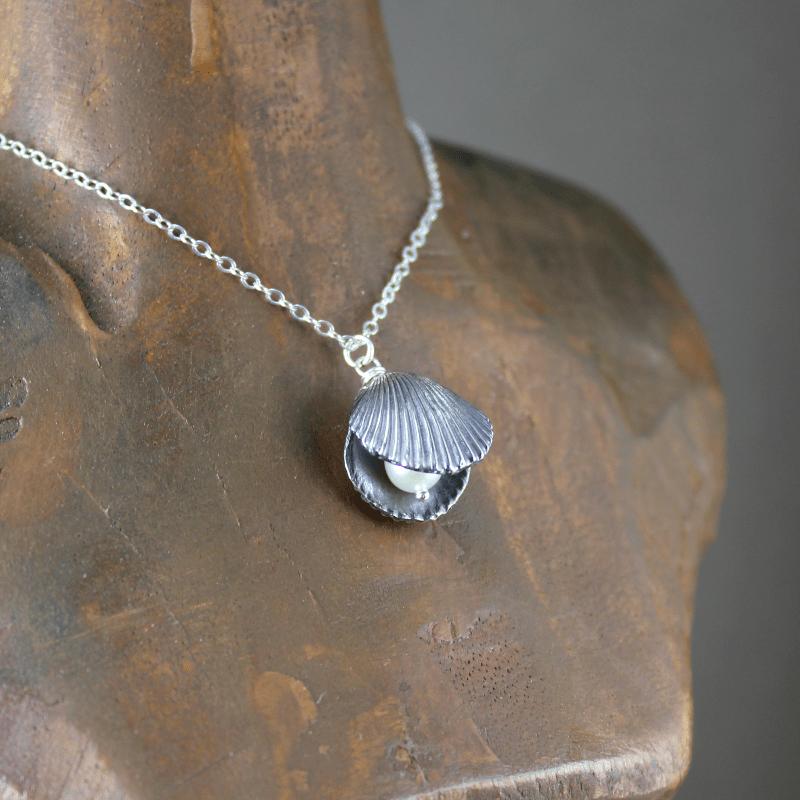 DaVine Jewelry, Dark Silver Shell Pearl Necklace