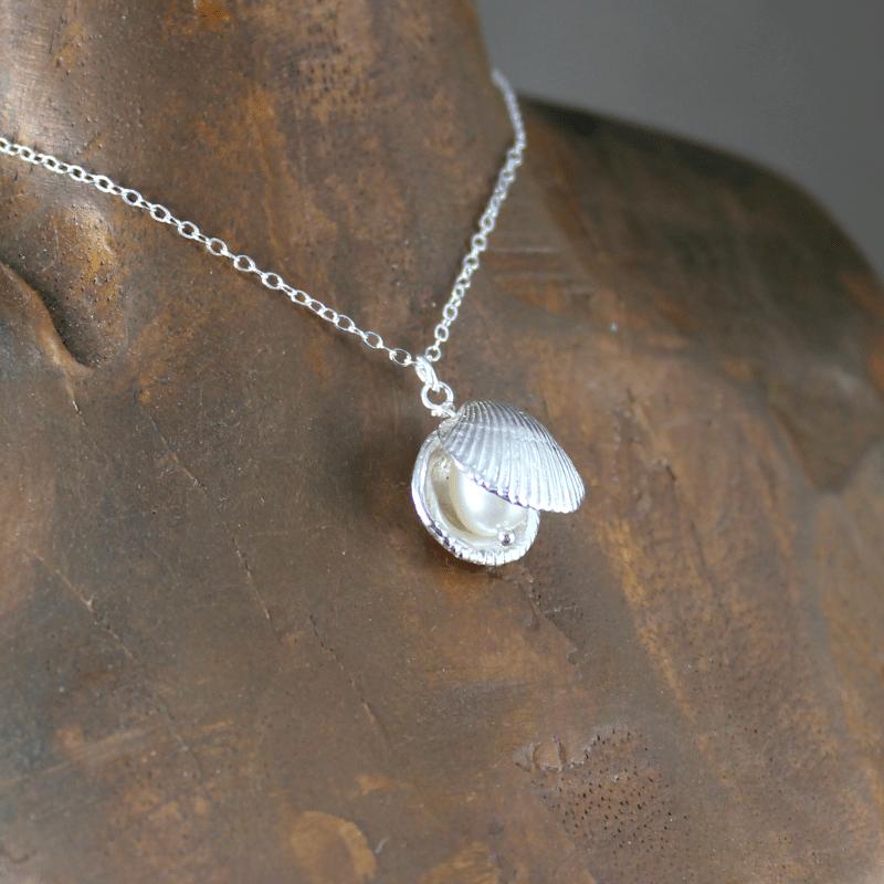 DaVine Jewelry, Silver Shell and White Pearl Pendant