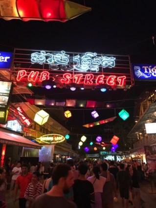 day-8-pub-street
