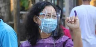 မဲရုံအသီးသီး၌ မဲလာပေးကြသူများ