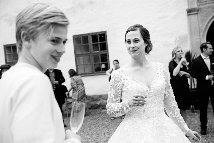 bröllop vårdnäs kyrka_bröllopsfotograf östergötland_33