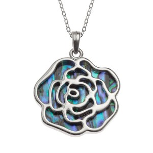 Tide Jewellery inlaid Paua shell rose pendant with Paua shell on the reverse, on 18″ trace chain. Comes in Tide Jewellery presentation box with stand up insert. Pendant 32mm.
