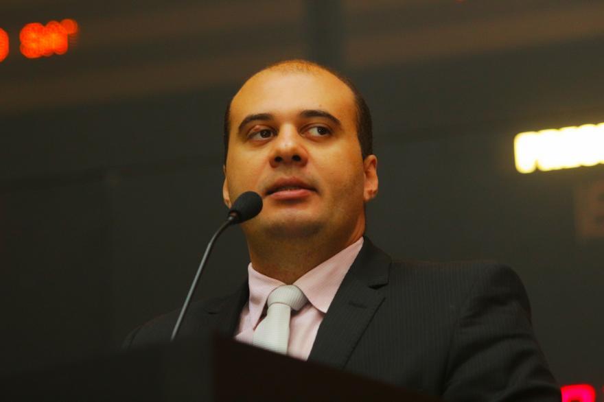 SAÚDE PÚBLICA: Deputado Dr. Leonardo apresenta projeto de prevenção ao aborto.