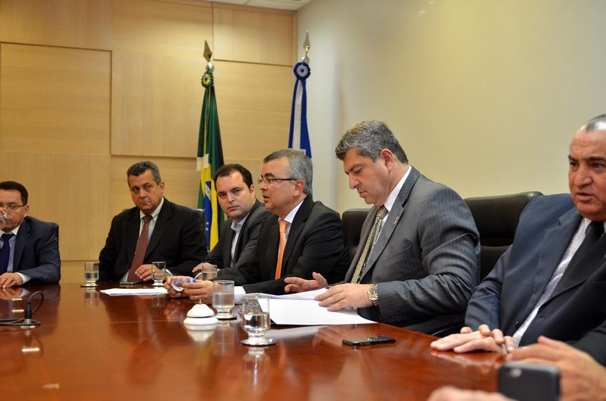 PODERES:  ALMT recebe 11 projetos do Governo e promove debates sobre o Fethab