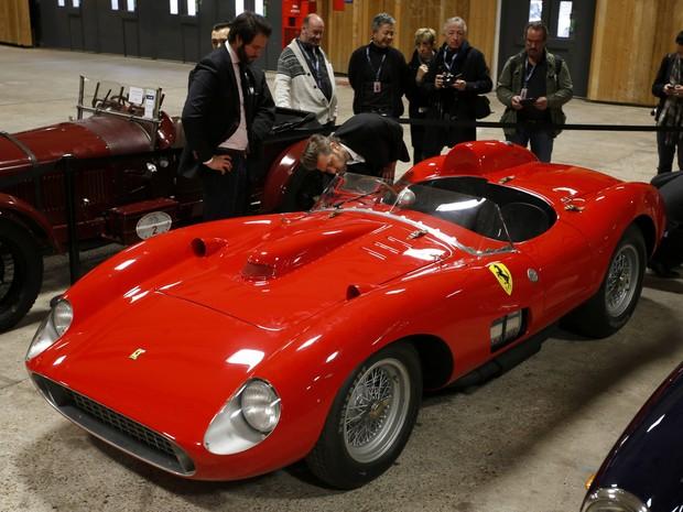 Ferrari é vendida por valor recorde de  32 milhões de Euros em leilão em Paris