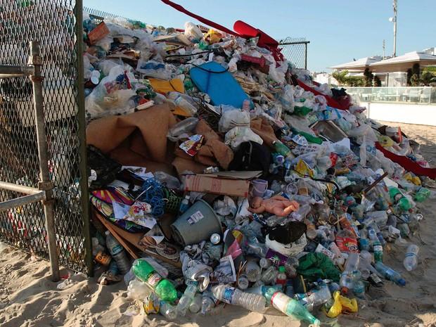 Folia de Momo : Rio tem 2 mil multas por lixo e xixi na rua durante o carnaval