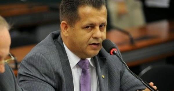 Valtenir vota contrário ao parecer do relator na comissão do impeachment