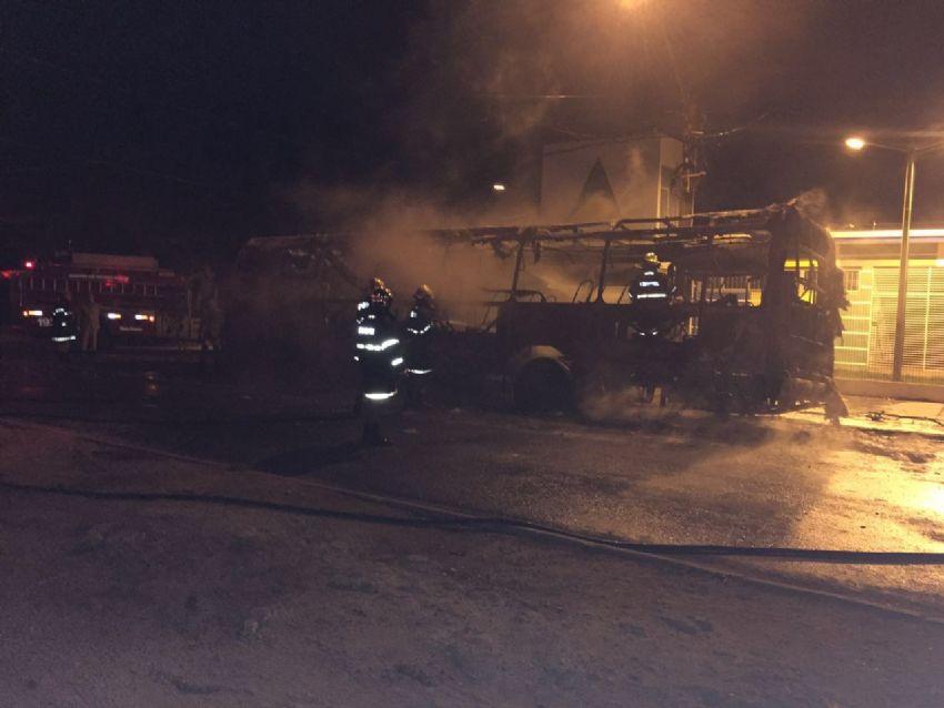 Ônibus são incendiados em diferentes bairros de Cuiabá