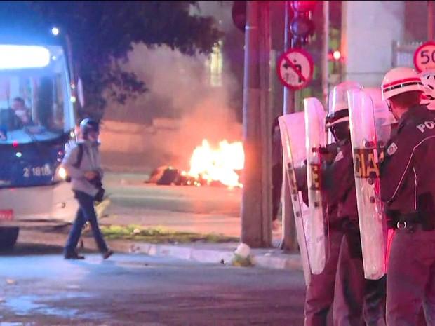 Atos contra e pró Temer têm festa na Av. Paulista e bombas na Consolação