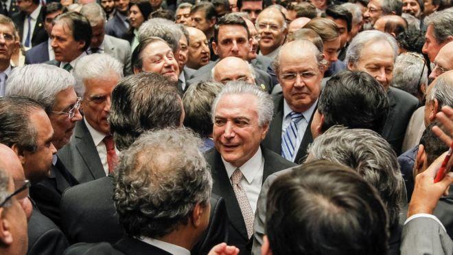 Quatro desafios -  para conquistar brasileiros - de um presidente que assume com 68% de rejeição