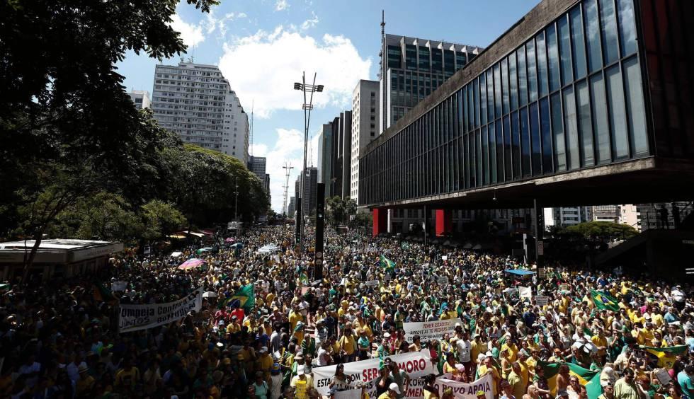 Milhares vão às ruas pela Lava Jato e aumentam pressão sobre o Congresso