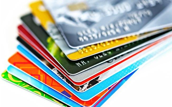 Juro do cartão sobe para 484,6% ao ano em dezembro, diz BC