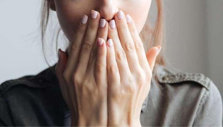 Gosto de ferro na boca: o que pode ser? Dengue, gravidez e mais 10 causas prováveis