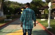 'Não tenho vergonha de mim', diz jovem tatuado na testa após 4 meses de internação