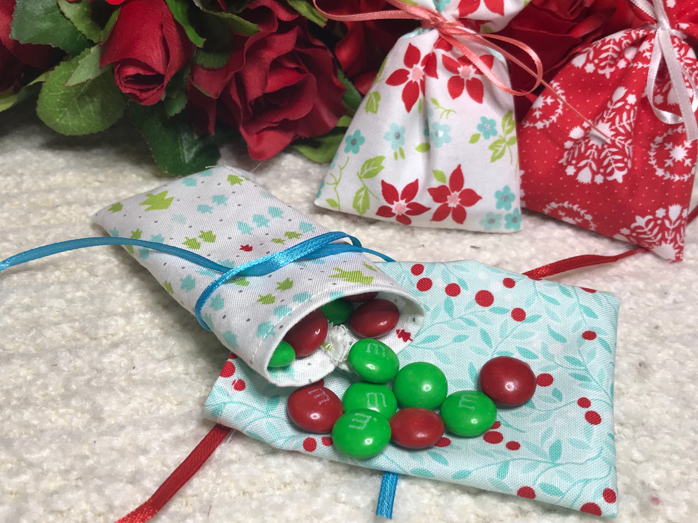 Little Christmas Pouches Link To Tutorial In Blog Post